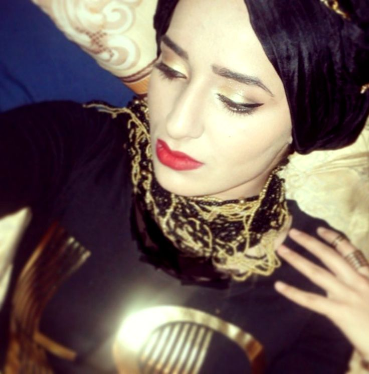 -no such thing as over dressed ;-) #hijabifashion #fashion #hijabistyles #turbanstyles #black #gold #regal #accessories