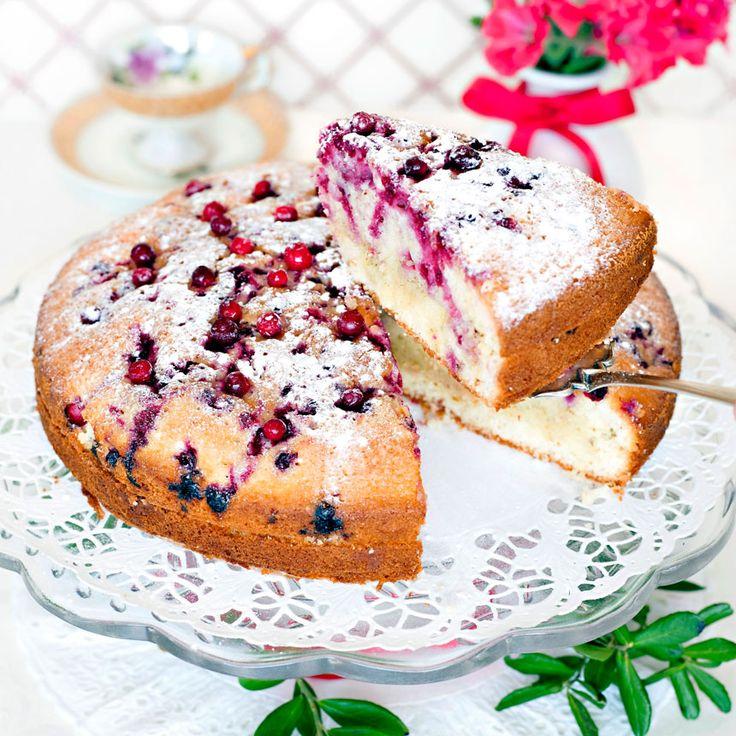 En fantastiskt god kaka där lingonens syrlighet bryts av med vanilj.