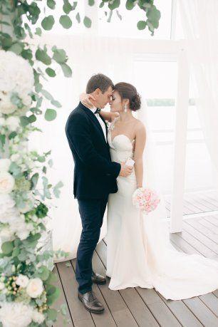 Романтичное фото жениха и невесты