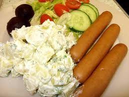Aardappelsalade kartoffelsalade huzarensalade drie heerlijke recepten eenvoudig te maken en heerlijk van smaak. Aardappelsalade een voedzaam gerecht wat goed van te voren klaar te maken is. Aardappelsalade kartoffelsalade huzarensalade met als hoofdbestanddeel natuurlijk de aardappel het Nederlandse volksvoedsel.