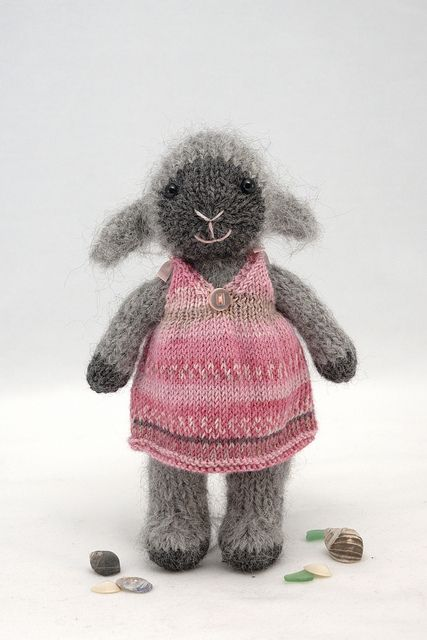 adorable free Ravelry pattern-sooooo cute! I HAVE to find someone to make this…