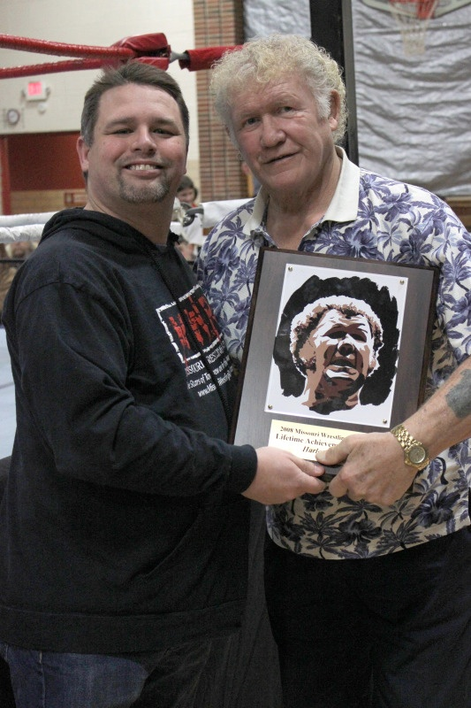 That's the legendary wrestler Harley Race being presented with a Lifetime Achievement award with my art on it! Such an incredible honor!