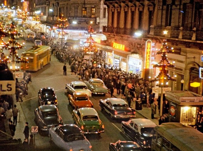 Xριστουγεννιάτικη Αθήνα 1960_ #christmas #athens #greece #vintage www.ploosdesign.com