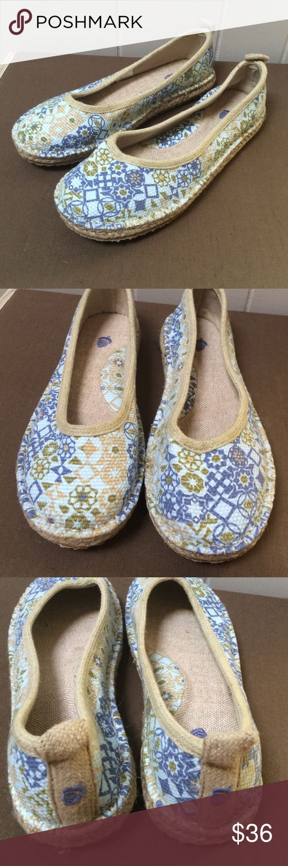 Acorn slip on shoes NWOB Super cute and comfortable! TTS! Acorn Shoes Flats & Loafers