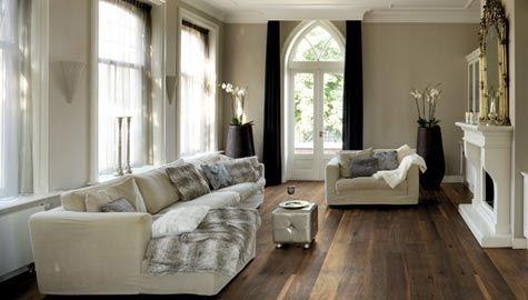 Mørke gulv kan gi et eksklusivt interiør.