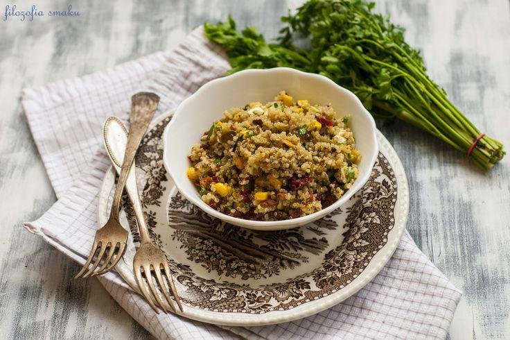 Sałatka z komosy ryżowej i suszonych pomidorów