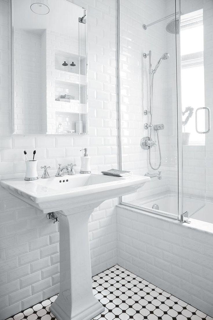Blanche et épurée la salle de bain est un oasis de repos voici quelques