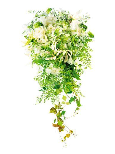 ビジュア/野田綾子 ナチュラルなグリーンと白花を集めたキャスケードブーケ。