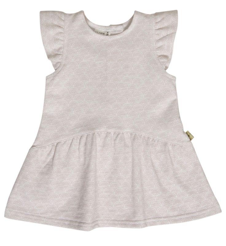 Meisjes jurk patterned van het kinderkleding merk Hust & Claire  Witte meisjes jurk met een zeer licht roze all symmetrisch patroon. Jurk is voorzien van een korte mouw en heeft een knoop sluiting op de rug.