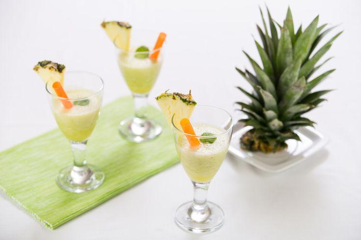 Úžasně osvěžující, sladko kyselé smoothie z čerstvého ananasu, banánů a svěžích lístků máty.