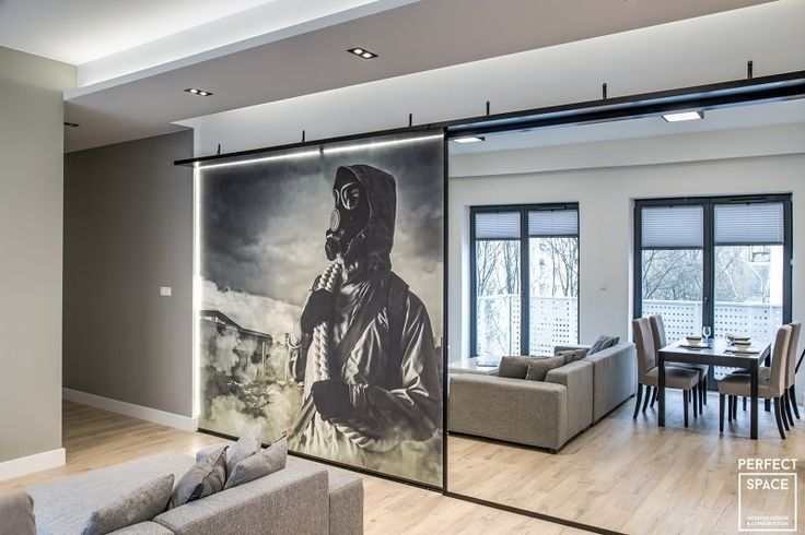 Fototapeta w stylu postapokalipsy umieszczona na przesuwanej ściance.