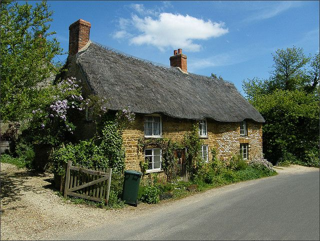 17 best images about thatched houses on pinterest cob houses cottage in and english cottages - The thatched cottage ...