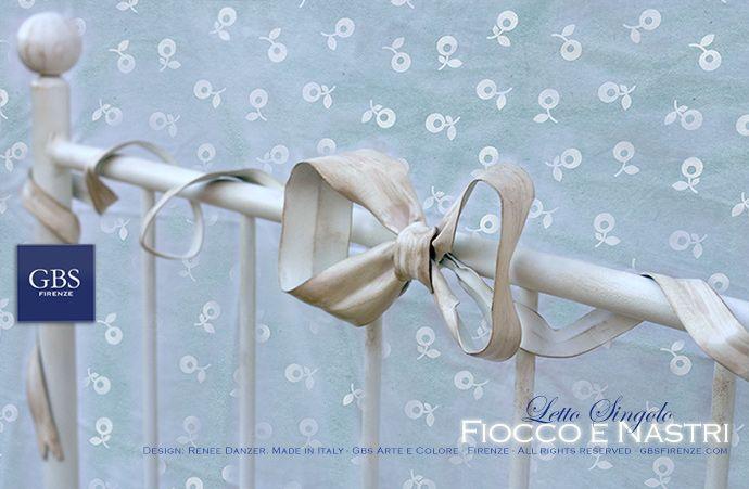 Camera da Letto. Arredamento romantico. Letto in ferro battuto, collezione Fiocco e Nastri. Cameretta.