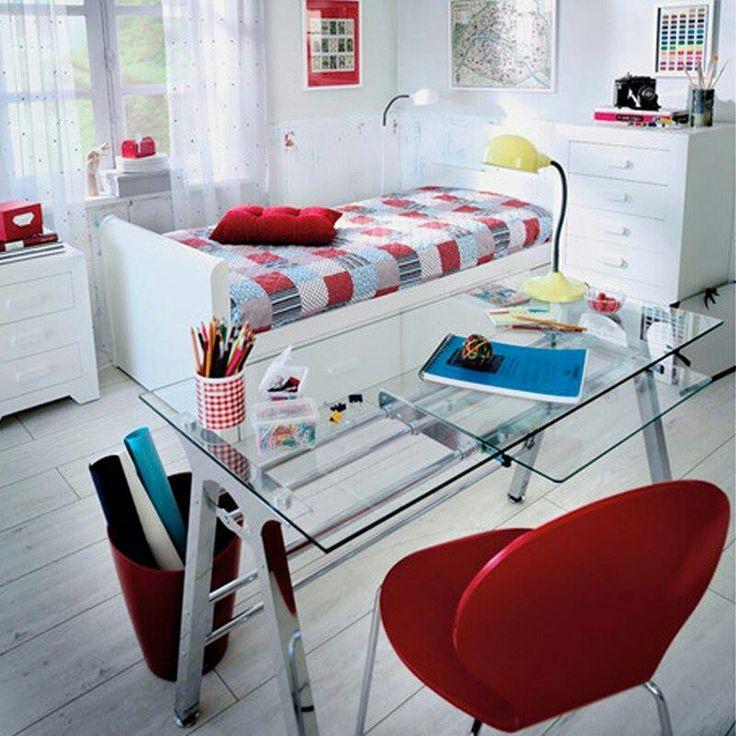 habitacion de niño/a en rojo