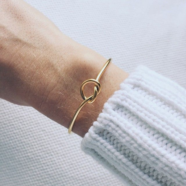 Knoten-Armband in Gold.