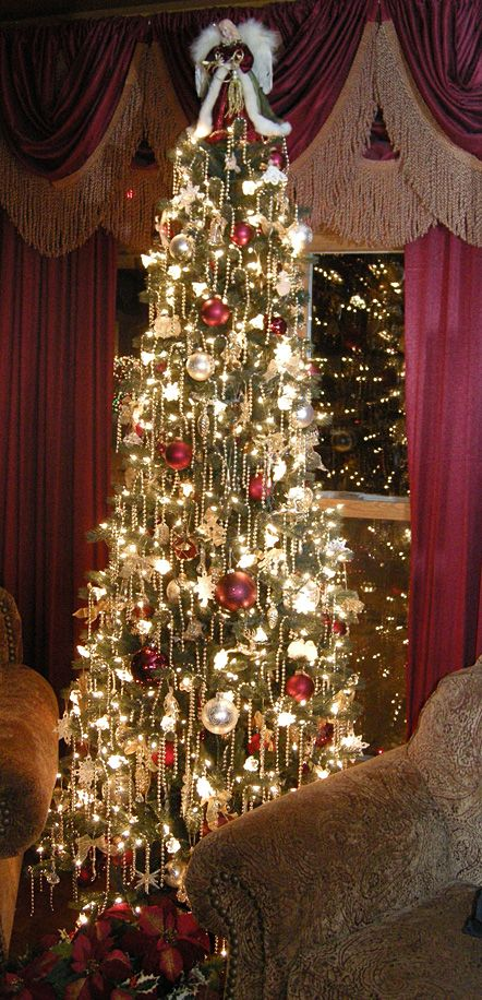 I'll Cross That Leg When I Get To It.....: Christmas Decorations, Gifts and Retreat Announcement!!! Bebe'!!! Love this Elegant Christmas Tree with Pearl Tassels!!!