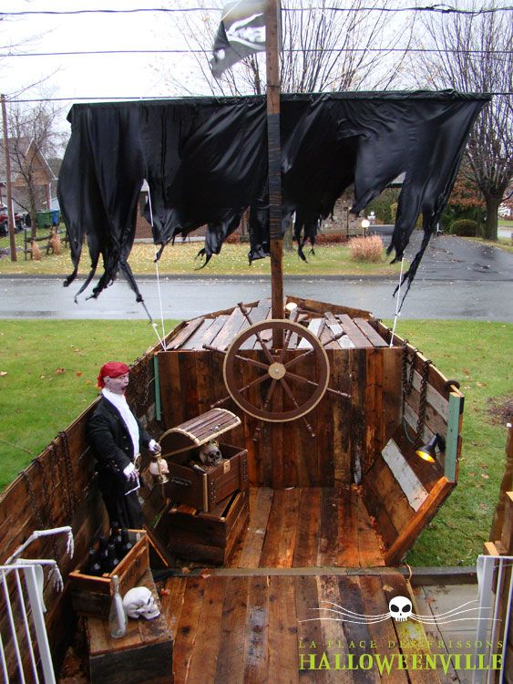 l 39 int rieur du bateau de pirate pour le d cor 2013 d 39 halloweenville halloween pinterest d. Black Bedroom Furniture Sets. Home Design Ideas