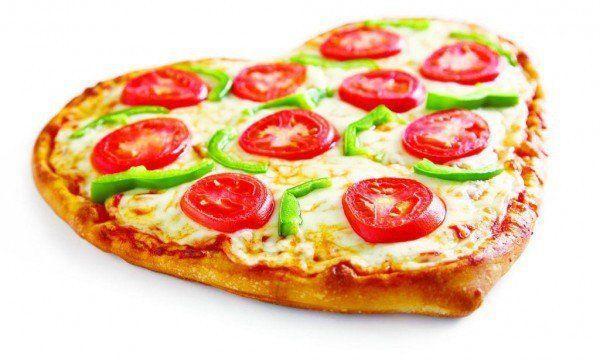 Пицца «Сердце» к 14 февраля с ветчиной, помидорами и сыром. Отличный рецепт ко дню Влюбленных.