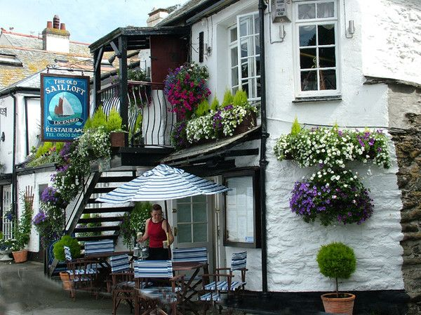 Bloomin Lovely The Old Sail Loft pub, Looe in Cornwall, England