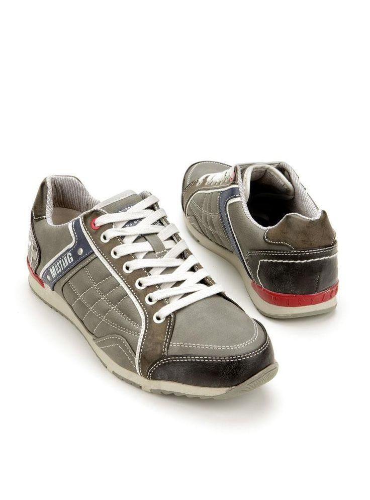 Mustang-4091302 | Durlinger Schoenen. Mustang sportieve veterschoenen in het grijs. Deze herenschoenen hebben stiksels ter decoratie en zijn voorzien van blauwe en rode details.