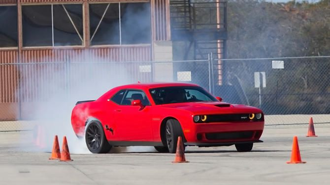 How to destroy a set of tires in minutes with a 707 hp Dodge Challenger Hellcat | Motoramic - Yahoo Autos