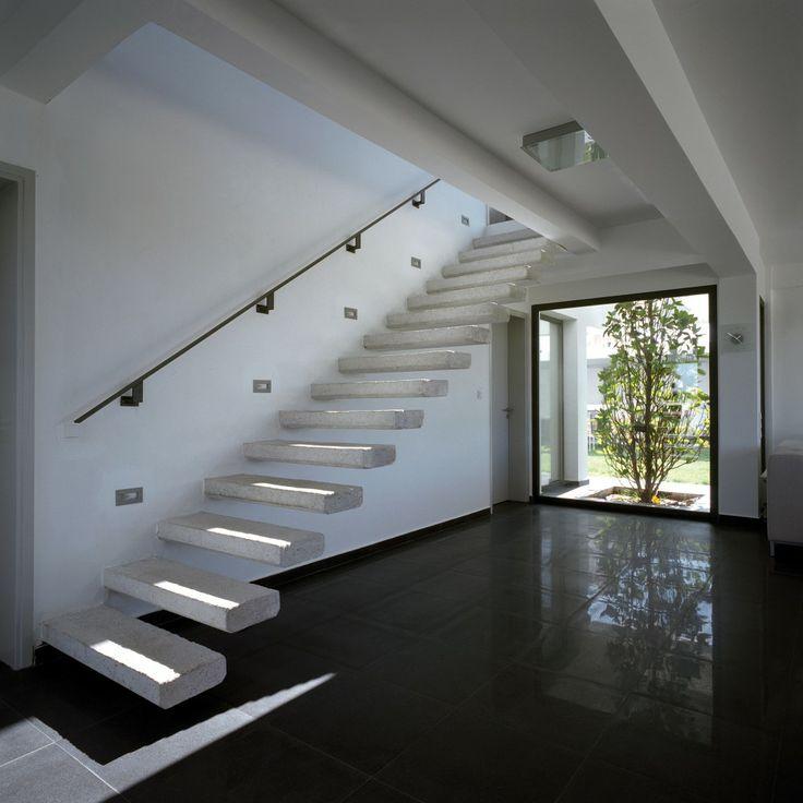 33 Staircase Designs Enriching Modern Interiors With: Galería De Residencia En La Antigua Corinto / Spiros