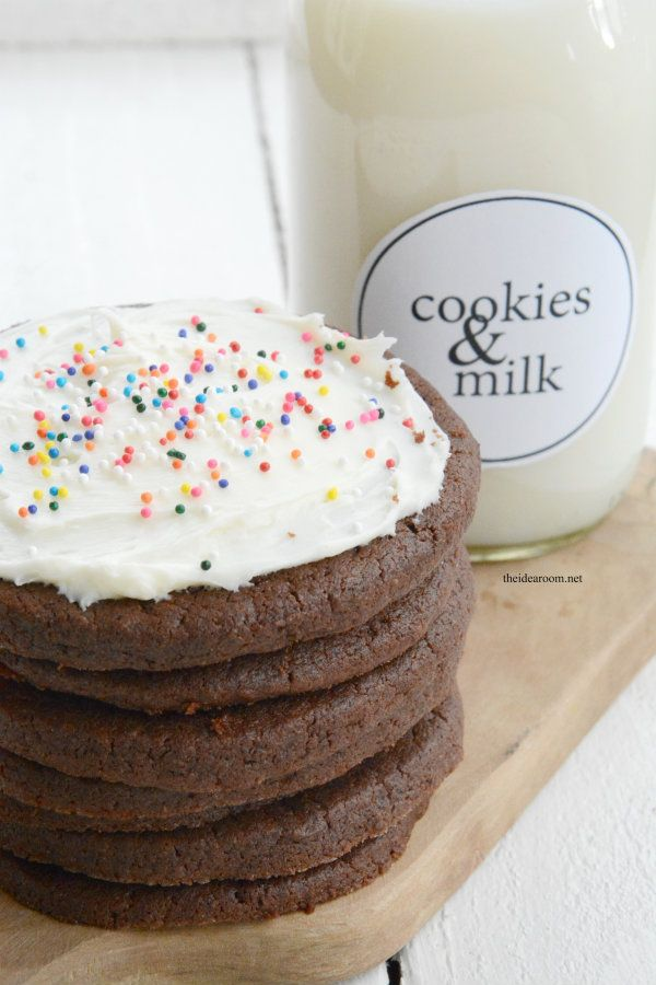 Chocolate Sugar Cookies -- what a fun take on the classic sugar cookie! Recipe from @theidearoom #cookies
