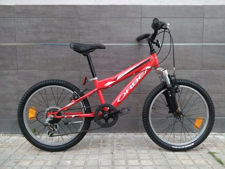 Vendo bicicleta de montaña marca Orbea modelo Mx20 para cadete (valida de 1,20 a 1,35m de estatura). Viene con ruedas de 20 pulgadas, doble amortiguador delantero y cambio sincronizado Shimano de 6 velocidades. Revisada, ajustada y engrasada no hay que hacerla nada. Tanto las zapatas de freno como las ruedas son NUEVAS A ESTRENAR.