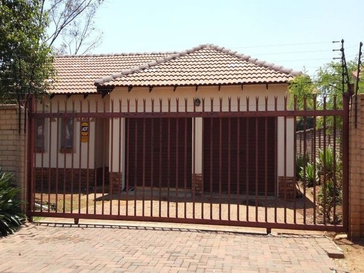 Aneat flatstand, 400m in a secured estate well situated for the beginners to come andbuild their first house. Lying virtually in a straight line east of Pretoria''scentre, Willow Park Manor is just off the N4, one of the major roads connectingthe Jacaranda City with the sought-after eastern suburbs.Access from the east of the city is good and the N4 also connectswith the N1 just east of the Colbyn Valley nature area, giving one an easyroute into Midrand and Johannesburg if necessary.Rates…