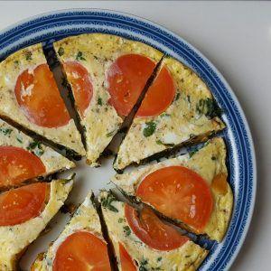 Zoete aardappel tortilla met spinazie > eieren, zoete aardappel, tomaat, spinazie, melk, kaas, basilicum