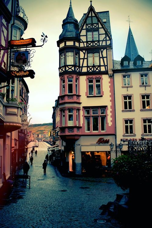 Bernkastel-Kues, Germany. Met Tante Marian en Ome Kees een weekje op vakantie. En de streekwijn is erg bekend en lekkerrrrrrrrr.............