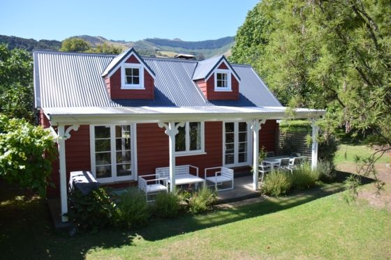 Charming 1800s cottage in the historic French settlement of Akaroa, Banks Peninsula,   Bookabach.co.nz/25282