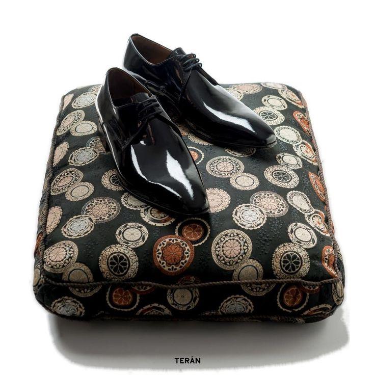 Porque nada viste como un buen par de zapatos de charol.   Acordonado prusiano en charol negro    Más información y venta online:  https://www.teran.com.ar/calzado/acordonados/prusiano-charol-negro/: