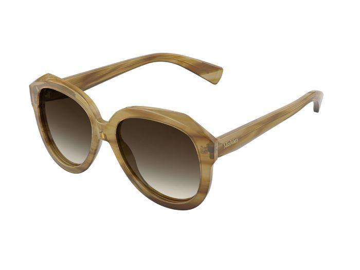 MOΝΤΕΛΟ ΜΜ DIVA Αυτά τα μεγάλα γυαλιά ηλίου από ασετάτ, με τολμηρό σχεδιασμό και έντονους όγκους, παρουσιάστηκαν στο Fashion Show Φθινόπωρο/Χειμώνας 2013/2014. Με ελκυστικές γραμμές και μία έξτρα ελαφριά αίσθηση, το σχέδιο αυτό αντλεί έμπνευση από τον βασικό και μινιμαλιστικό σχεδιασμό της συλλογής ready-to-wear. Τα χρώματα είναι κλασσικά, φυσικά και σε αποχρώσεις που ταιριάζουν με τα πάντα όπως, ξανθιά Αβάνα, γκρι ταρταρούγα και μαύρο.