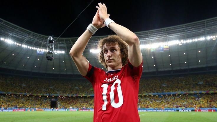 La figura de la cancha, David Luiz, con la camiseta del mejor jugador colombiano, #JamesRodriguez