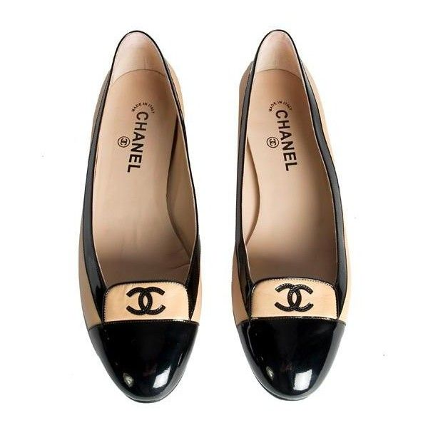 Chanel Cap Toe Ballerina Flats Shoes Size 42 (1,690 CNY) ❤ liked on Polyvore featuring shoes, flats, chanel, sapatos, zapatos, ballet shoes, cap toe ballet flats, 1920s shoes, ballet flats and flat pumps