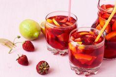 ***¿Cómo Preparar Sangría con Frutas Frescas?*** Prepara estas geniales recetas de sangría con frutas frescas para disfrutar de un exquisito cóctel en cualquier ocasión......SIGUE LEYENDO EN..... http://comohacerpara.com/preparar-sangria-con-frutas-frescas_12334c.html