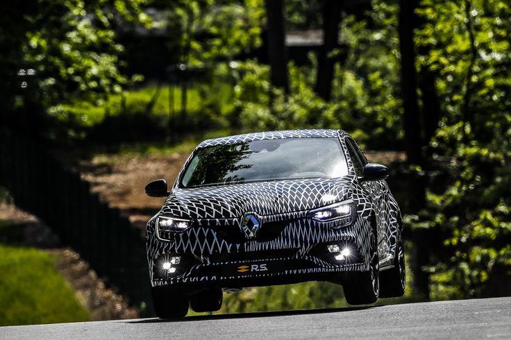 Az új Renault Megane R.S összkerék kormányzású lesz – videóval