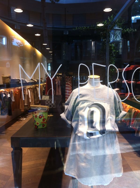 Customize your t shirt DOUUOD with your personal letter. Picture from DOUUOD flagshipstore in Milano Marittima.