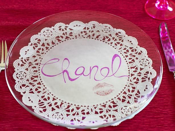 Make a place setting and other cool crafts with doilies! See how on HGTV's Design Happens blog. (http://blog.hgtv.com/design/2014/02/03/paper-doily-crafts-for-valentines-day/?soc=pinterest)Clear Plates, Tables Sets, Doilies, Cards Mak Parties, Crystals Clear, Places Sets, Places Cards, Teas Parties, Plates Tables