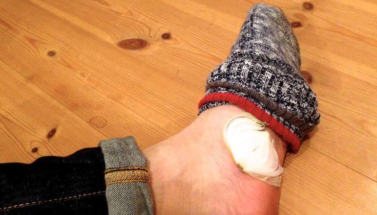 結果から申し上げますと。。。 スライスした玉ねぎを靴下に入れて寝るだけ!!! これだけで凄まじい効果が得られる…