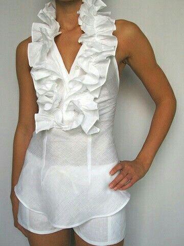 Blusa blanca flores de fruncida adelante