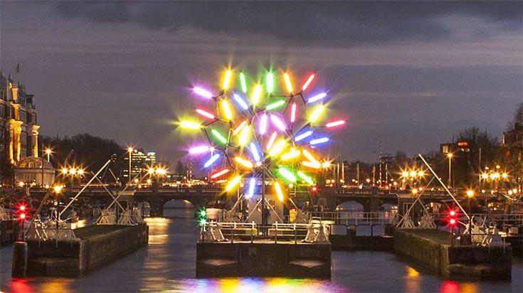 アムステルダムのクリスマスは『アムステルダムライトフェスティバル』で幻想的な夜を