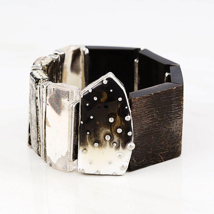 Automne-Hiver 2016. Bracelet Monaco en nuage (étain, verre, corne, résine, élastique) === 2016 Fall-Winter. Monaco bracelet in cloud (pewter, glass, horn, resin, elastic)
