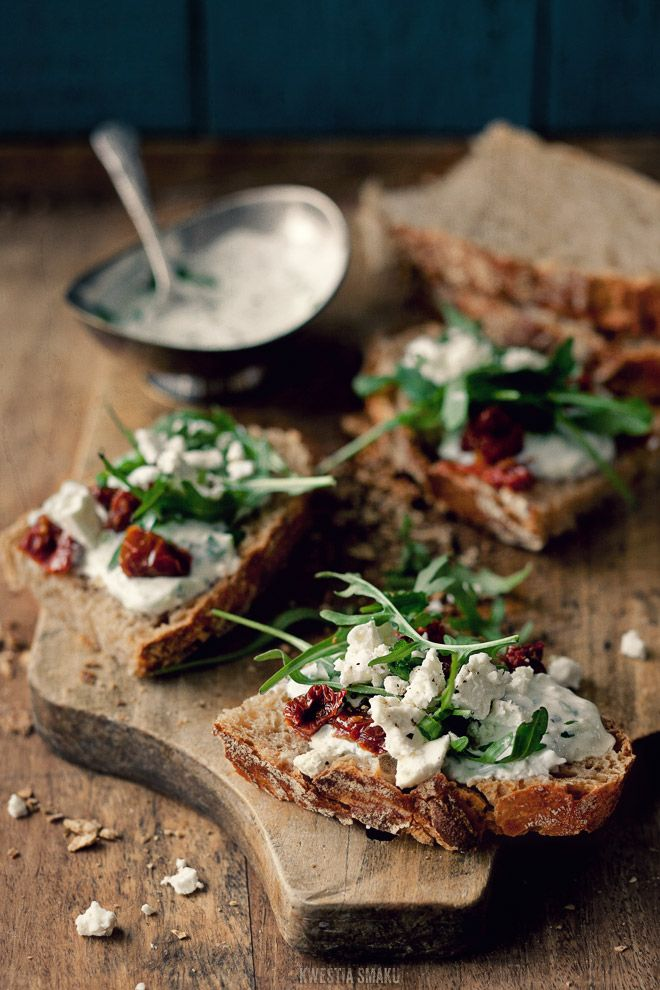 Tzatziki, feta, dried tomatoes and rucola...yum: Food, Made, Breads, Sundried Tomatoes, Sun Dry Tomatoes, Snacks, Appetizers, Drinks, Goats Cheese