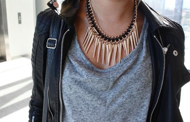 SPIKES & CHAIN | DIY Version: http://aciddreamsandsugarhighs.blogspot.fi/2012/07/diy-silver-spike-chain-necklace.html | DIY 3:http://www.ispydiy.com/2012/11/my-diy-layered-chain-spike-necklace.html