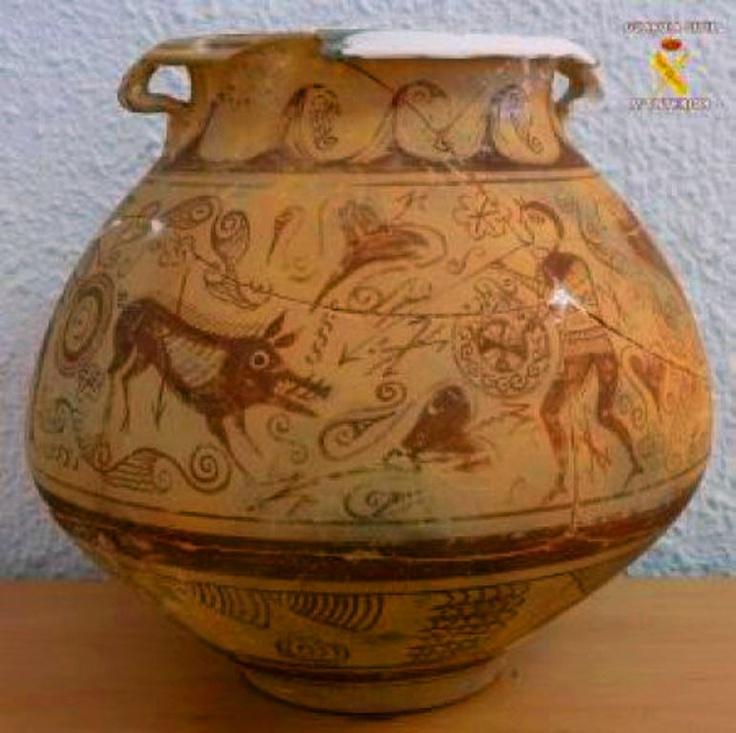 Escena de suidomaquia pintada sobre un vaso cerámico del tipo 'lebes' de la cultura ibera del siglo II a.C. (El Campello, Alicante)