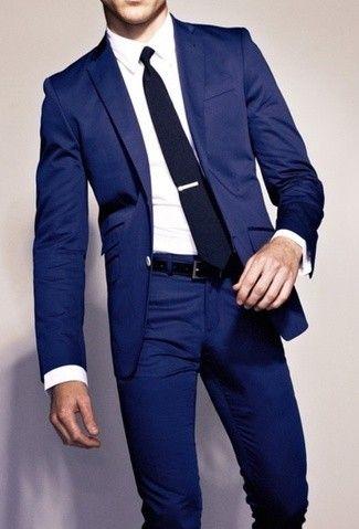Tenue: Blazer bleu marine, Chemise de ville blanc, Pantalon de costume bleu marine, Cravate bleu marine