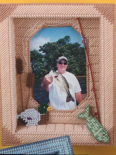 """Fisherman's Shadow Box Frame"" (free pattern): Canvases Patterns Ideas, Canvas Stuff, Fishermans Shadowbox, Canvas Crafts, Canvas Pattern, Plastic Canvas, Canvases Канва"