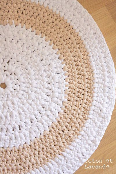 via: http://trapillo.com/blog/tag/como-hacer-una-alfombra-de-trapillo/ De diferentes tipos: